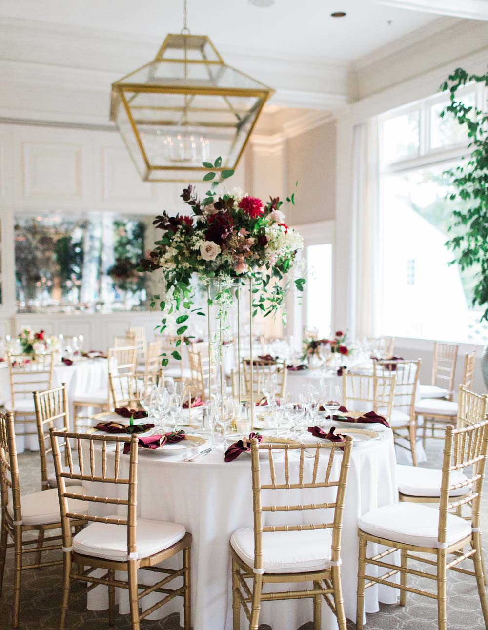 floral design at the Waverley Country Club wedding dining area