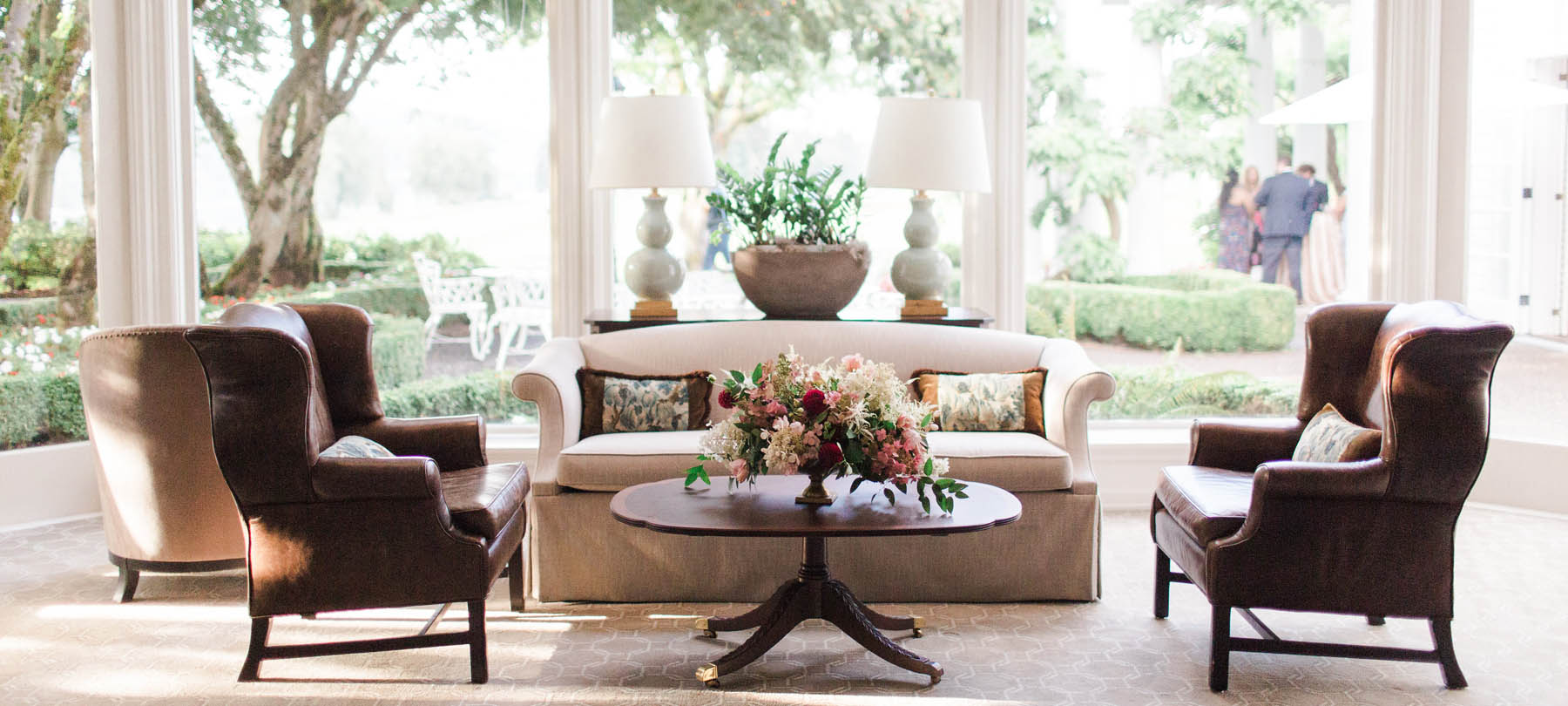 floral design at the Waverley Country Club wedding lounge area