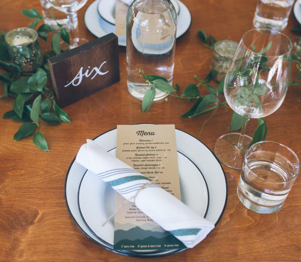 Coopers Hall Wedding place setting flowers