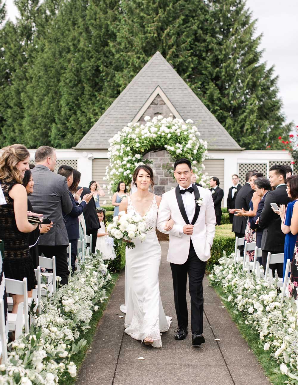 Oregon Golf Club wedding ceremony floral design