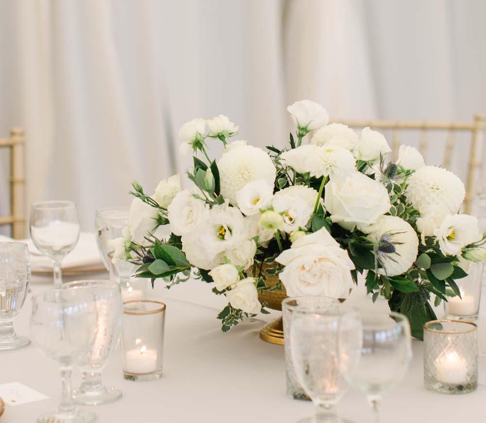 Oregon Golf Club wedding table floral design